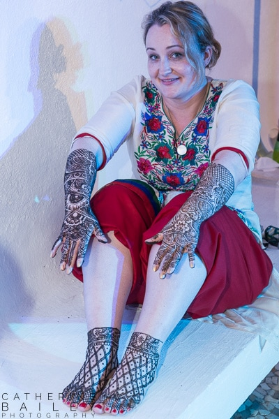 Indian bride to be with henna'd hands and feet | Catherine Bailey Photography